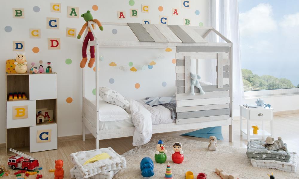 paredes decoradas no quarto do bebé