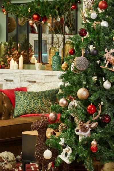 Árvore de Natal com cores tradicionais Conforama