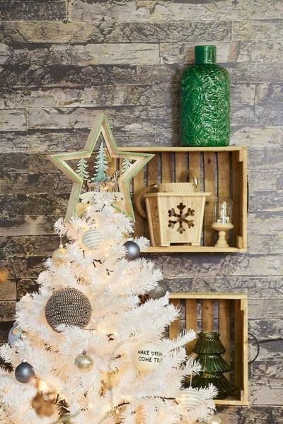 Madeiras naturais com cores claras para o Natal Conforama