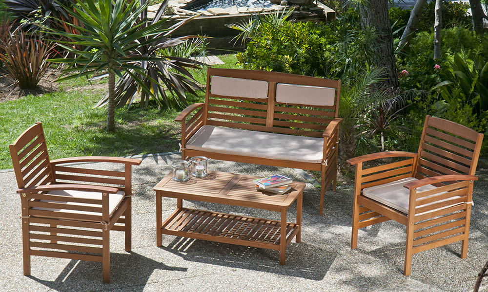 Dê o que falta ao seu jardim com este conjunto de mesa e cadeiras BAHAMAS