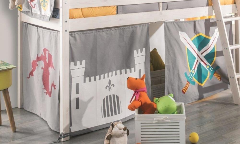 Caixas, cestos e caixotes podem decorar o quarto de bebé e mantê-lo organizado
