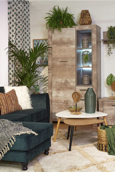 Fulares para sofás: plaid sobre sofá LUCA y Plaid liso en cesta mimbre