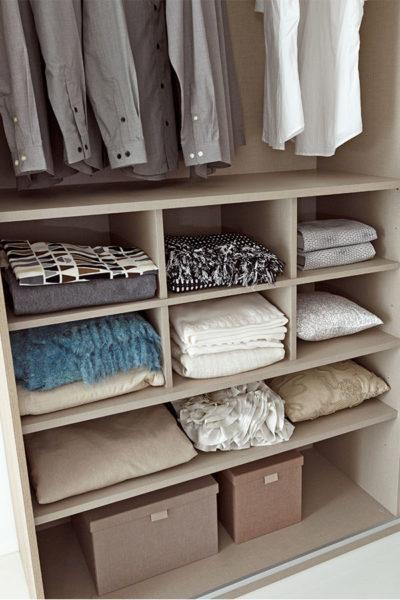 como organizar un armario de ropa