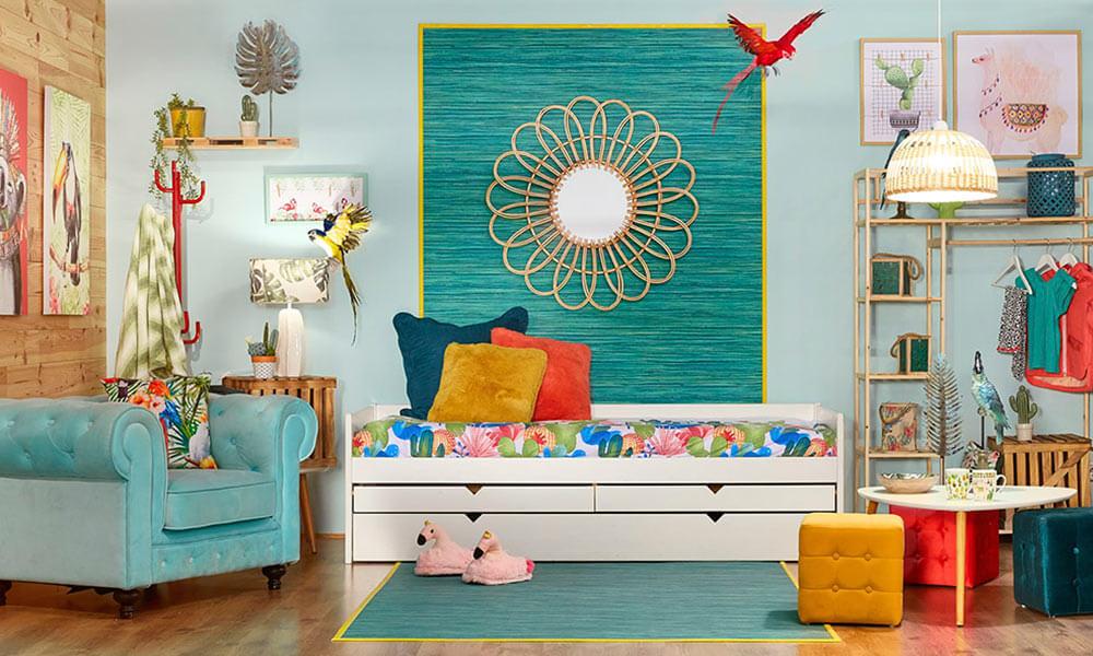 Decorar la pared con papel o tela