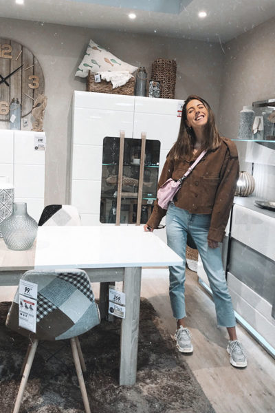 Alba Bort vista la tienda Conforama Castellón