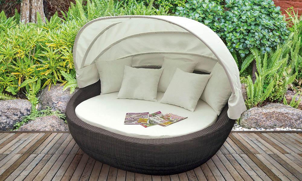Jardín pequeño con sofá Conforama