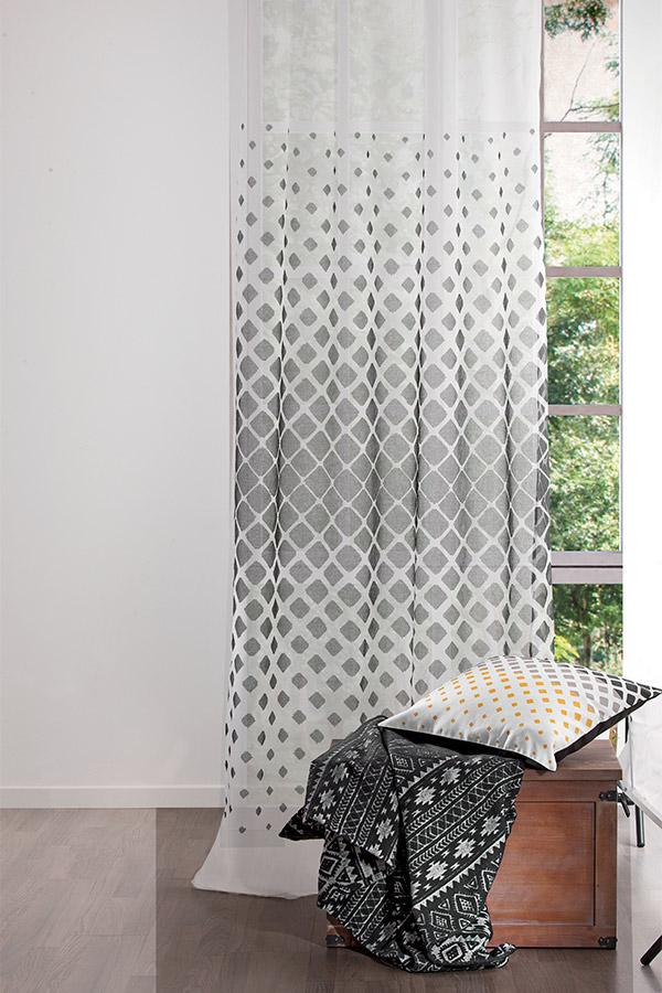 cómo colocar una barra de cortina al techo