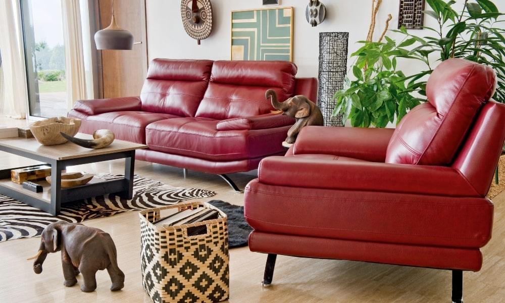 pintar puertas de madera salon con sofa y sillon de piel