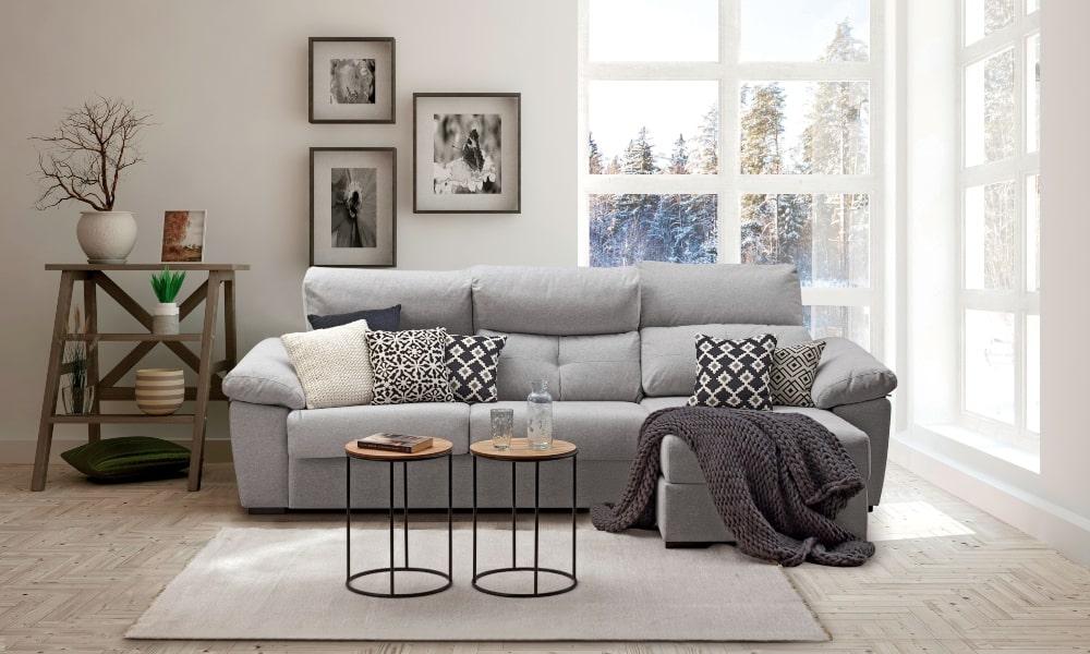 cómo colocar cojines en un sofá